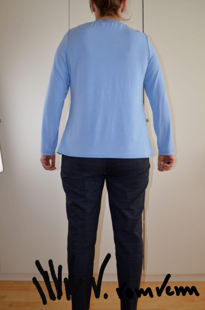 Shirt mit Hohlkreuzanpassung